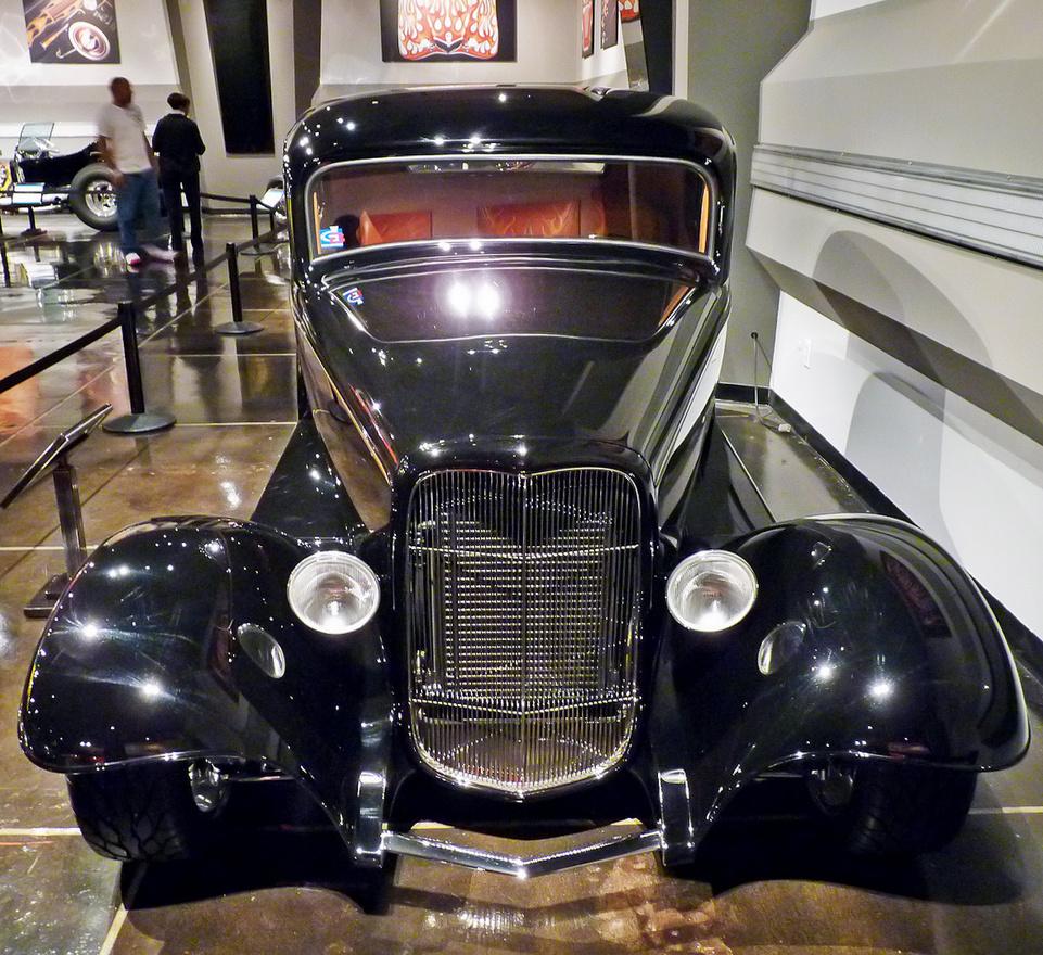 Chip Foose építette ezt a kupét, amelyet a Titus tévésorozathoz használtak. A Los Angeles-i autóépítő alaposan átformálta az alapul használt 1932-es Fordot: megvágta a tetőt, porig ültette az autót, új tűzfalat, motorháztetőt, hűtőrácsot készített, független felfüggesztésekkel és tárcsafékekkel modernizálta a futóművet. A Foose-rod szerepet kapott a 2000-es Tolvajtempóban is.