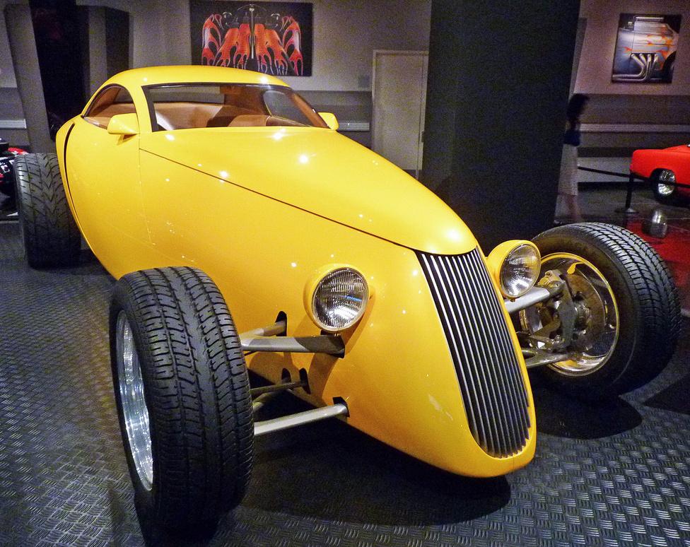 Az elismert hot rod építő, Boyd Coddington tervezte és készítette 1992-ben az Aluma kupét, amely az ötvenes évek rod-korszakát idézi fel, modern köntösben. Az egyedi karosszéria -  micsoda szentségtörés - egy Mitsubishi-motort rejt.