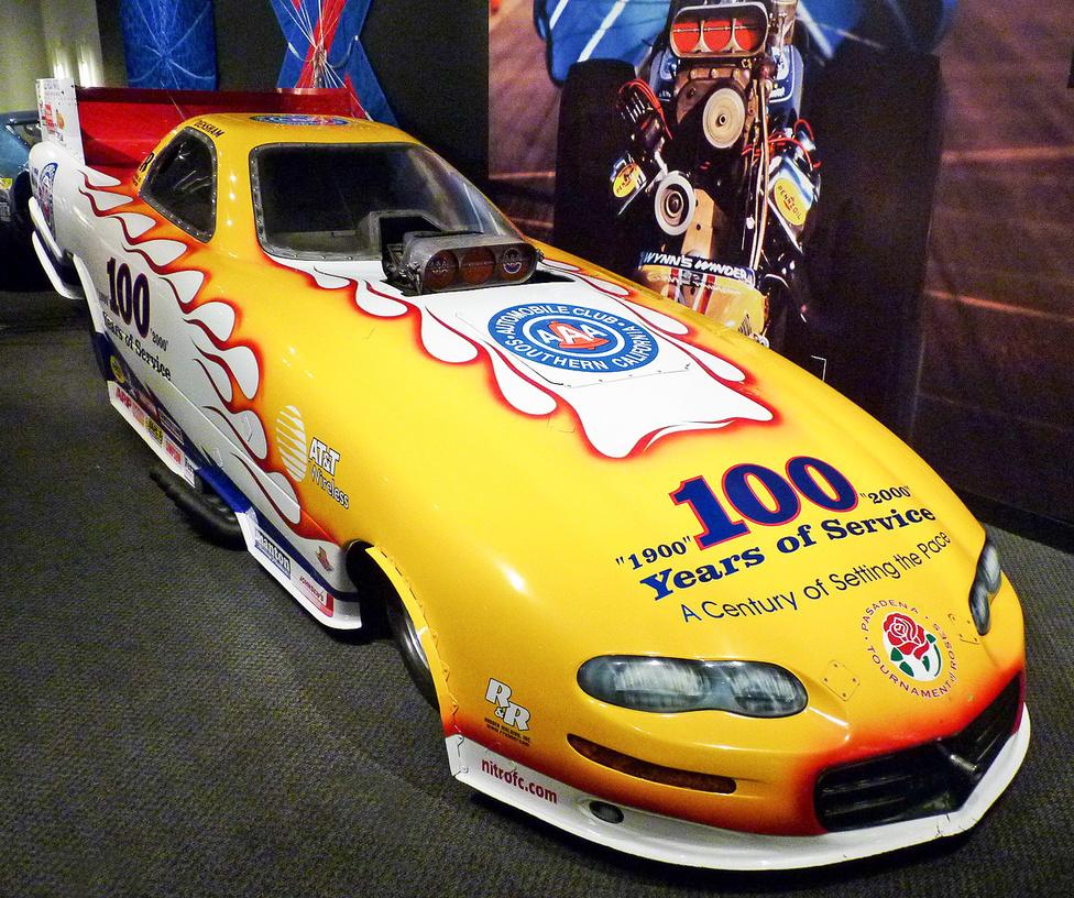 Ez a dragster nyomokban Chevrolet Camaro-t tartalmaz, bár ha nem könnyű a típusra inkább csak idézőjelesen utaló részleteket felfedezni az üvegszálas karosszérián. A 2000-ben épített dragster a Dél-kaliforniai Autóklub 100 éves fennállására rendezett, 2001-es Rózsák Háborúja parádén elnyerte a leglátványosabb versenyautó címet.