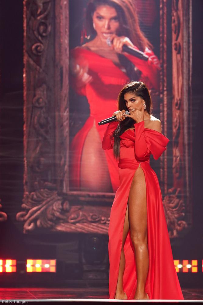 Nem úgy, mint Ana Bárbara, aki egy mexikói énekesnő, Altagracia Ugalde Mota néven született, és az ottani zenei élet jelentős alakja.