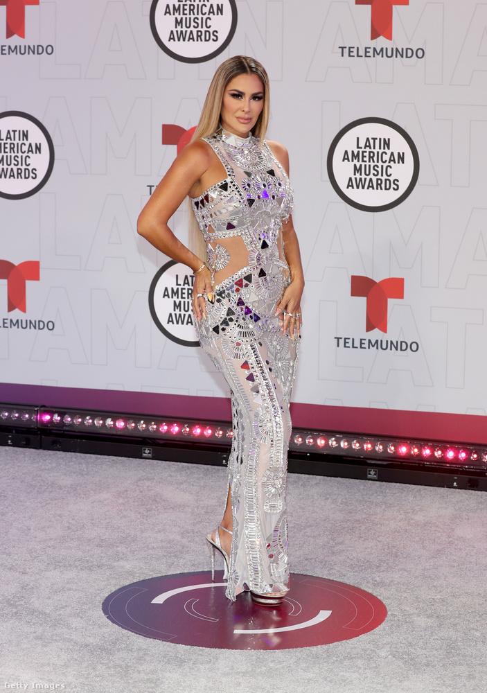 Ninel Conde is énekesnő, méghozzá Mexikói