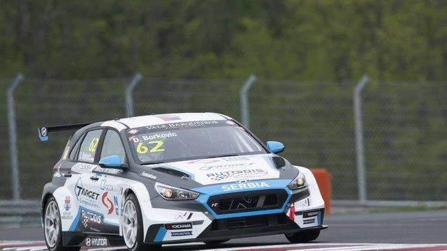 Újra indul a balhés versenyző a TCR Európa-kupában