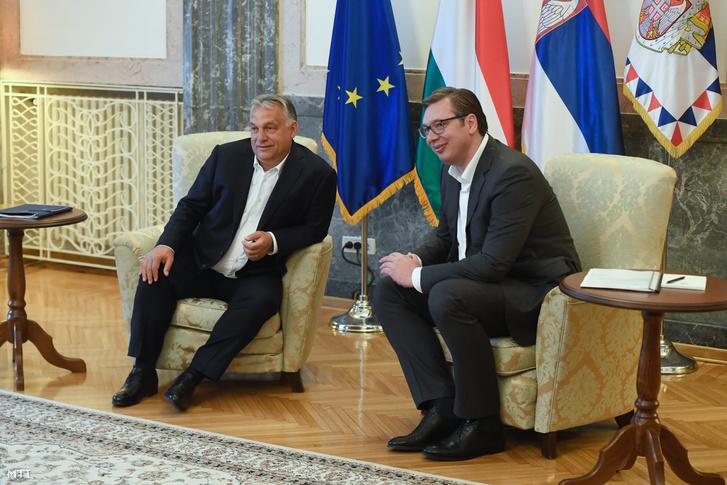 Aleksandar Vucsics szerb elnök (j) hivatalában fogadja Orbán Viktor miniszterelnököt Belgrádban 2020. május 15-én