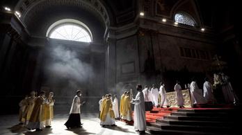 Szombattól tarthatnak nyilvános miséket a katolikus templomokban