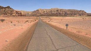 Egyedül a sivatagban - Sziklák, kanyonok, ősi romok és rézbá-nyák