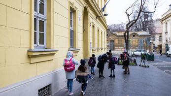 PDSZ: a kormány a tanítási év meghosszabbításával fenyeget