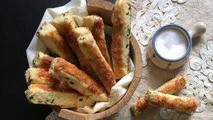 Medvehagymás-sajtos rúd