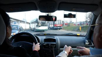 Hétfőtől újraindulnak a közlekedési vizsgák