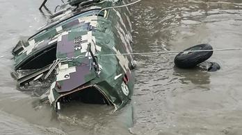 Lezuhant egy katonai helikopter Peruban, legalább öt ember szörnyethalt