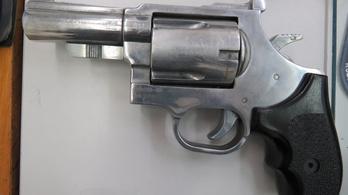 Gumilövedékes fegyverrel támadtak rá egy családra Jászapátiban