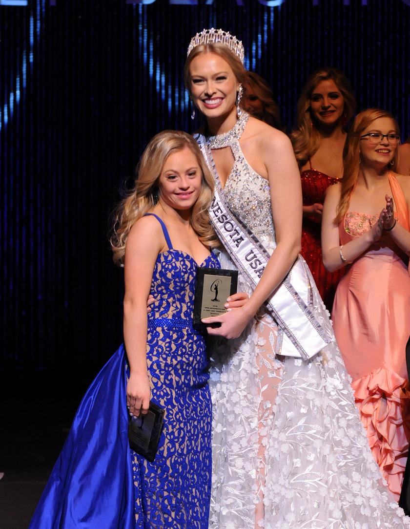 Mikayla Holmgren a Miss Minnesota szépségversenyen megkapta a Spirit of Miss USA, valamint a Director's Award díjat. Továbbjutott a 2017-es Miss USA megmérettetésre, és bár nem ő nyert, már azzal is történelmet írt, hogy bejutott a versenyre.