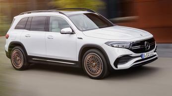Itt van Kecskemét új, hétüléses villany-Mercedese