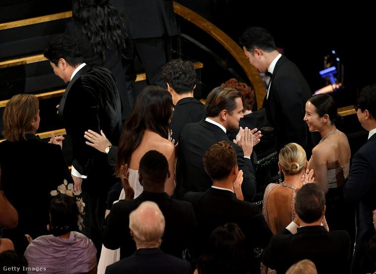 Vagy mint a 2020-as Oscar-gálán, hogy végre egy DiCaprióval közös képet is mutassunk.                         Köszönjük a figyelmet, viszlát!