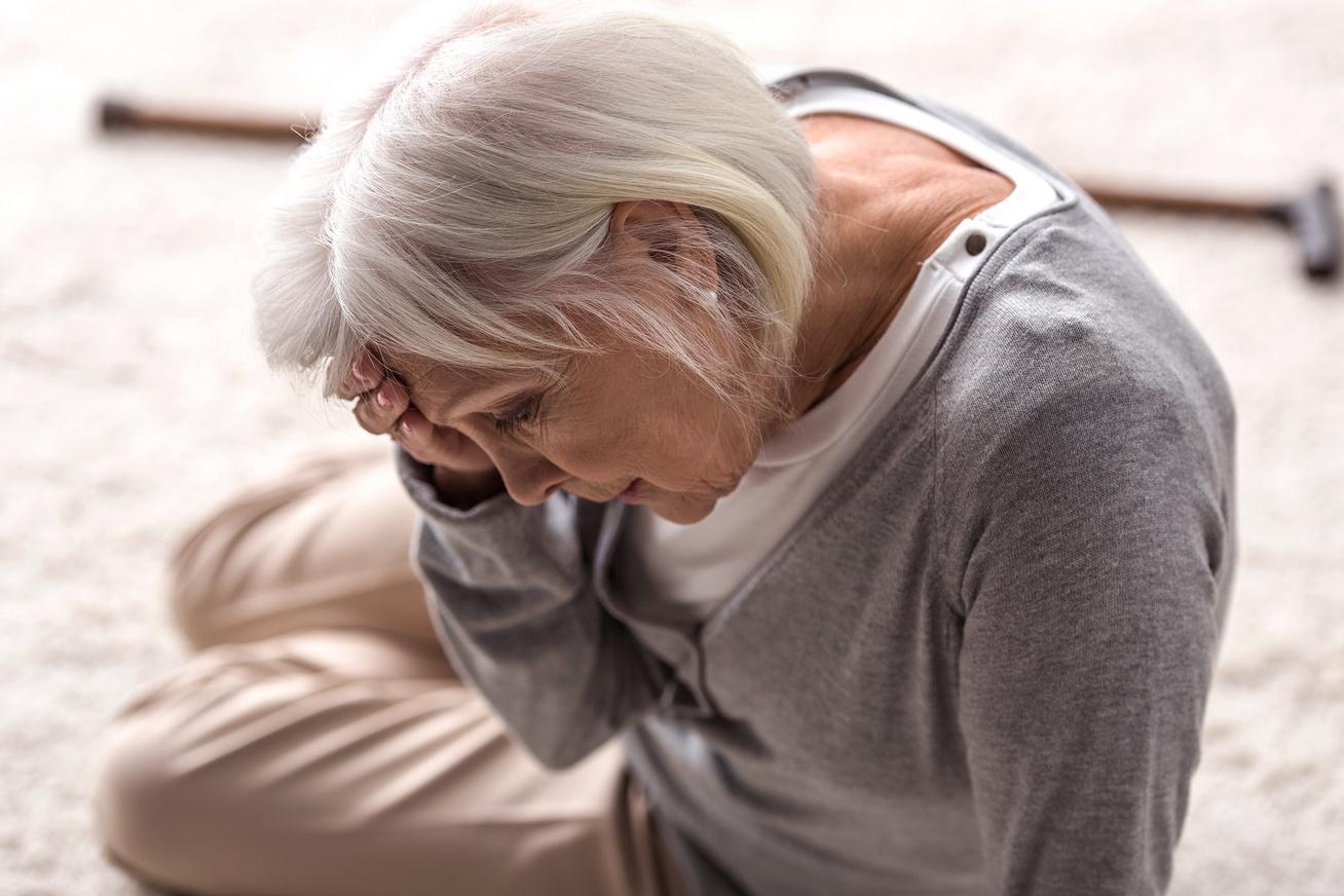 Szédülés, segítség idős korban - Lifemax - sos segítség