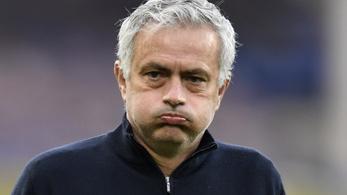 A kupadöntő előtt menesztették José Mourinhót