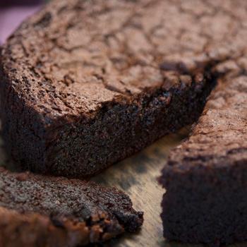 Villámgyors, pihe-puha csokitorta 3 hozzávalóból – Lisztmentesen is szuper