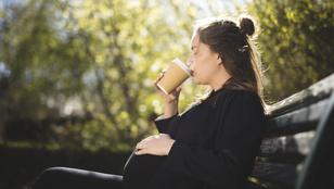 Ezt okozhatja a gyerek agyában, ha magzatként koffein éri