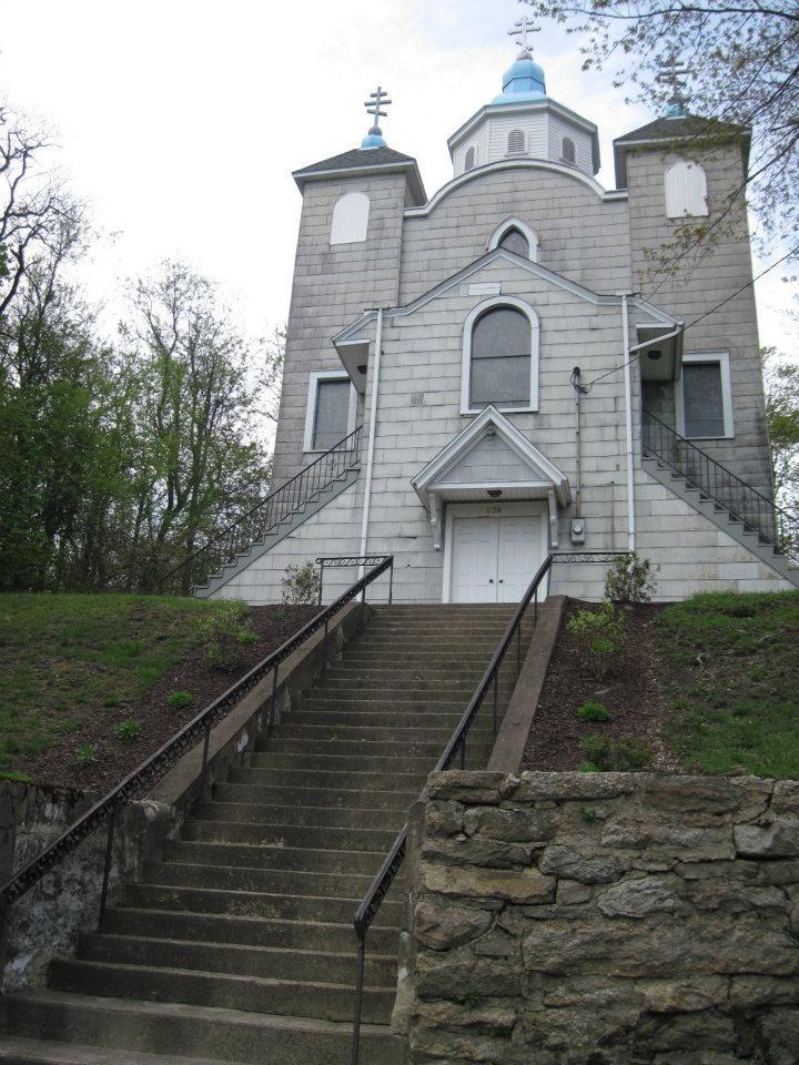Teljesen épen maradt a város temploma, ahová a mai napig járnak a régi lakosok időnként imádkozni.