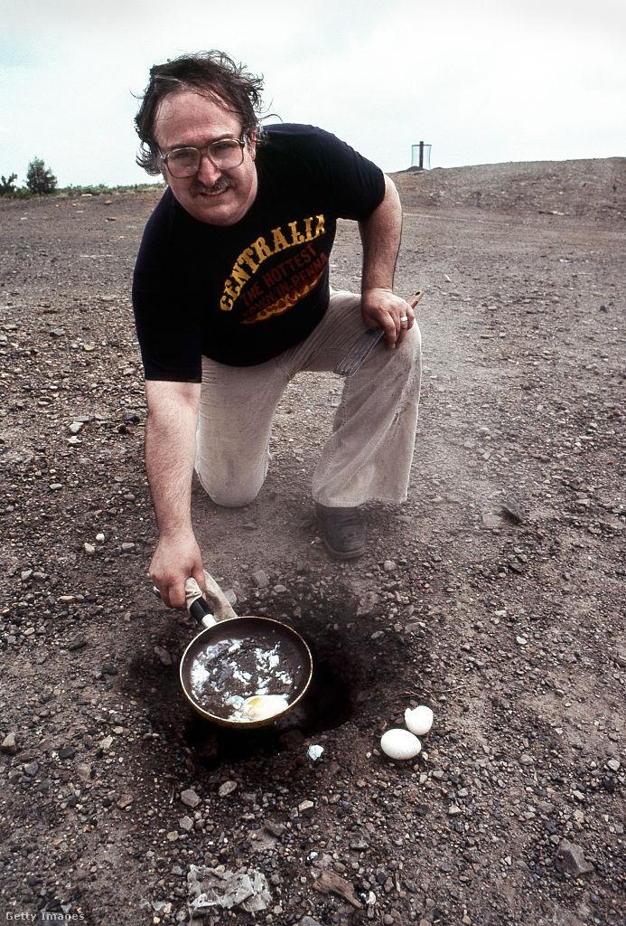 Olyan forró levegő jön ki a lyukakból, hogy akár tojást is lehet sütni rajtuk.