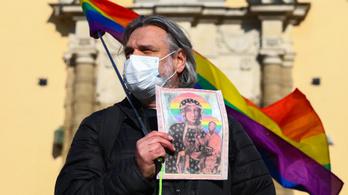 Lengyel aktivisták kérik az embereket, hogy ne vallják magukat katolikusnak