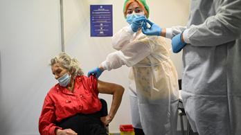 Romániában 13 ezerszer jeleztek oltási mellékhatást