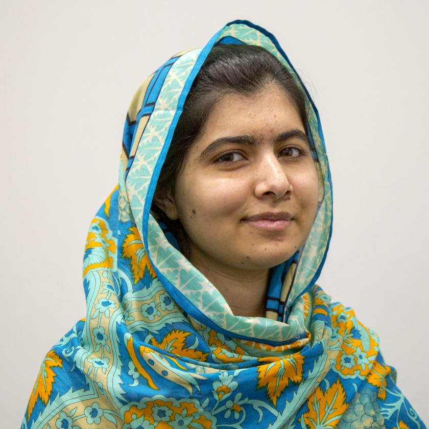 Egy felhasználó szerint a 23 éves Malála Júszafzai bátrabb, mint a falujában élő összes férfi együttvéve. A pakisztáni születésű emberi jogi aktivista gyerekként a tálibok szemébe mondta, nehogy azt higgyék, hogy megakadályozhatják a nőket a tanulásban. Azóta a lányok tanuláshoz való jogáért küzd, és ő az első pakisztáni és egyben minden idők eddigi legfiatalabb Nobel-békedíjasa is.