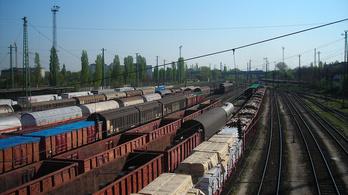 Új vasútvonal épülhet Győr és Cegléd közt