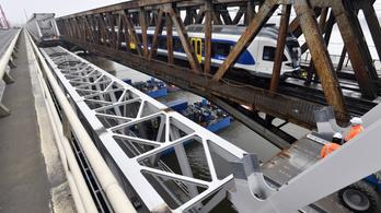 Próbaterhelést végeznek a Déli összekötő vasúti Duna-hídon