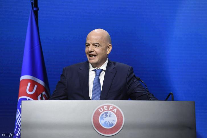 Gianni Infantino, a Nemzetközi Labdarúgó-szövetség, a FIFA elnöke felszólal az Európai Labdarúgó-szövetség, az UEFA 45. kongresszusán a svájci Montreux-ben 2021. április 20-án