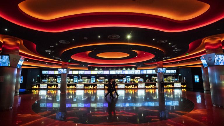 Négymillió beoltott után nyithatnak a mozik és a színházak
