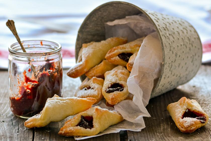 Szilvás papucs a nagyi receptje szerint: a roppanós tésztán édes lekvár terül el