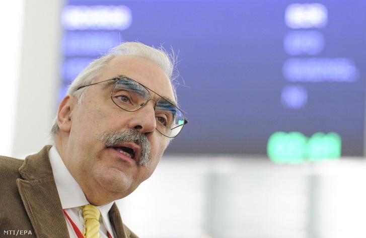 Bokros Lajos az Európai Konzervatívok és Reformerek (ECR) frakciójának képviselője beszél az Európai Parlament plenáris ülésén, Strasbourgban 2013. április 17-én