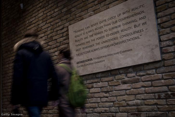 A CEU budapesti épületének bejárata