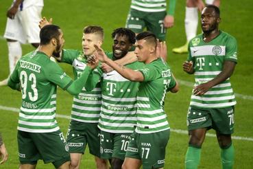 A gólszerzõ ferencvárosi Tokmac Nguen (k) a labdarúgó OTP Bank Liga 30. fordulójában játszott Ferencvárosi TC - Újpest FC mérkõzésen a Groupama Arénában 2021. április 20-án. Mellette csapattársai Aissa Laidouni Sigér Dávid Myrto Uzuni és Franck Boli (b-j)