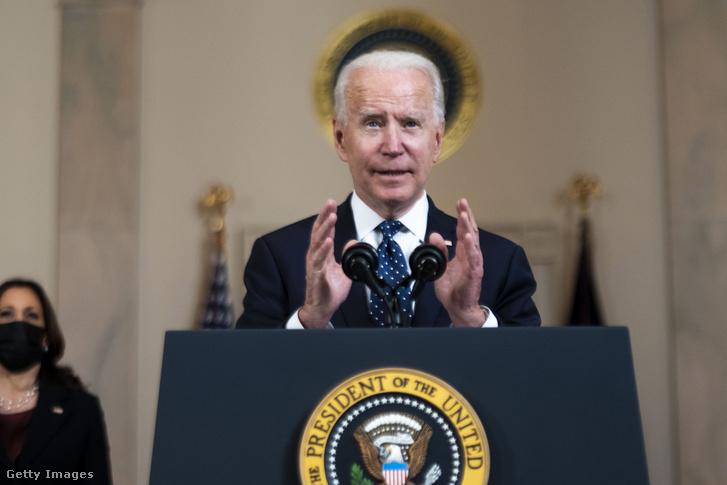 Joe Biden az ítélethirdetést követő sajtótájékoztatón a Fehér Házban 2021. február 21-én