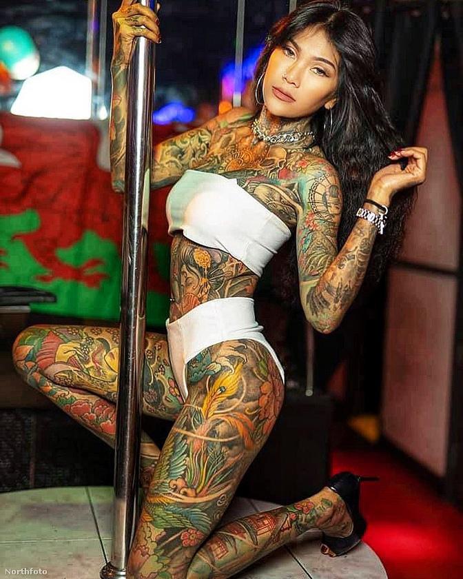 A legnagyobb tetoválása egy sárkány, azt mondja, 22 órába telt, amíg ennek csak a fele kész lett.