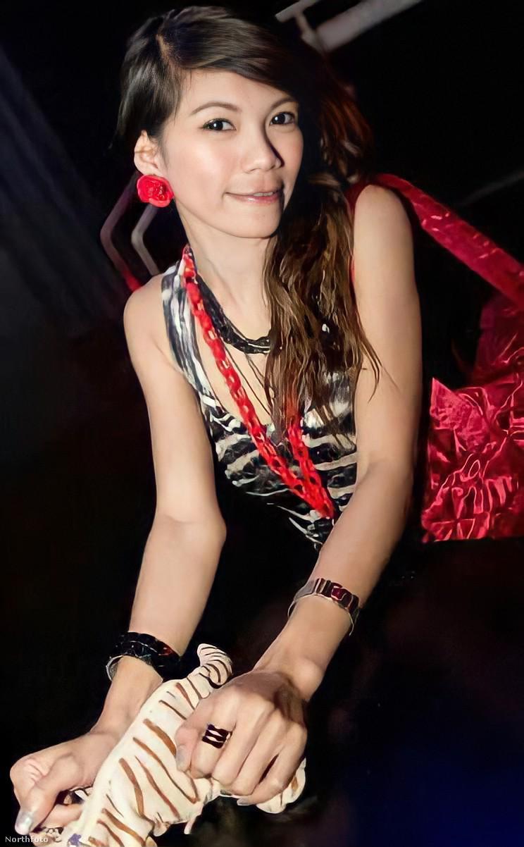 Ebben a lapozgatóban a képen látható, thaiföldi modell,  Haruethai Piankaew fotóit lehet végignézni