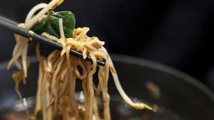 Tésztasaláta marhasülttel és retekkel – ázsiai hangulatú, gyors fogás