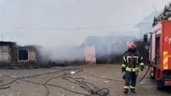 Tűz ütött ki egy székelyföldi romatelepen