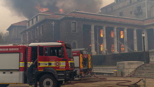 A Fokvárosi Egyetem több ezer könyve veszett oda a tűzvészben