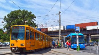 Budapesten ma ingyenes a közösségi közlekedés az autósoknak