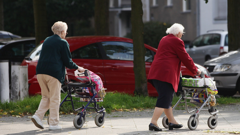 Nem lesz elég ekkora nyugdíjemelés, a kormány már most korrigál