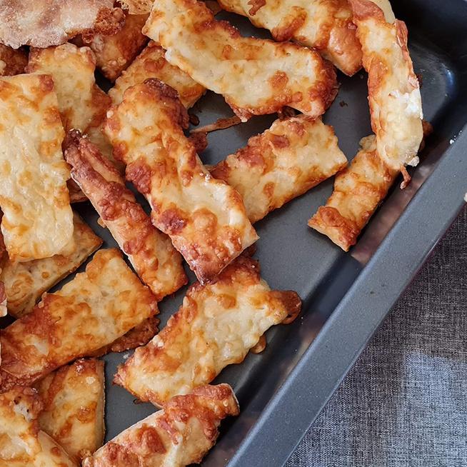 Omlós sajtos rúd túróval gyúrva: a tészta napokig puha marad