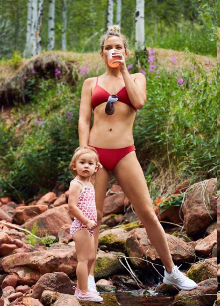 Kate Hudson szerdán posztolta ki ezt az anya-lánya fotót. Pár óra alatt több százezren lájkolták, a kommentelők nem győzték dicsérni az alakját.