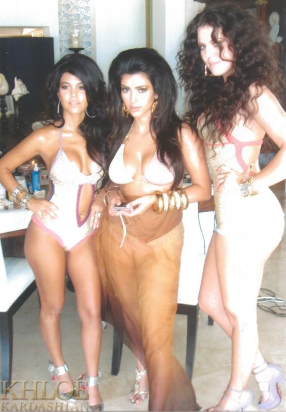 Ezt a képet Khloe Kardashian tette közzé a Twitteren. ez az egyik első közös fotósorozatuk.
