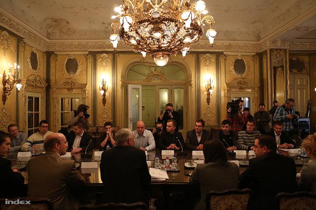 Balog Zoltán december 18-án tárgyalt először a HÖOK képviselőivel