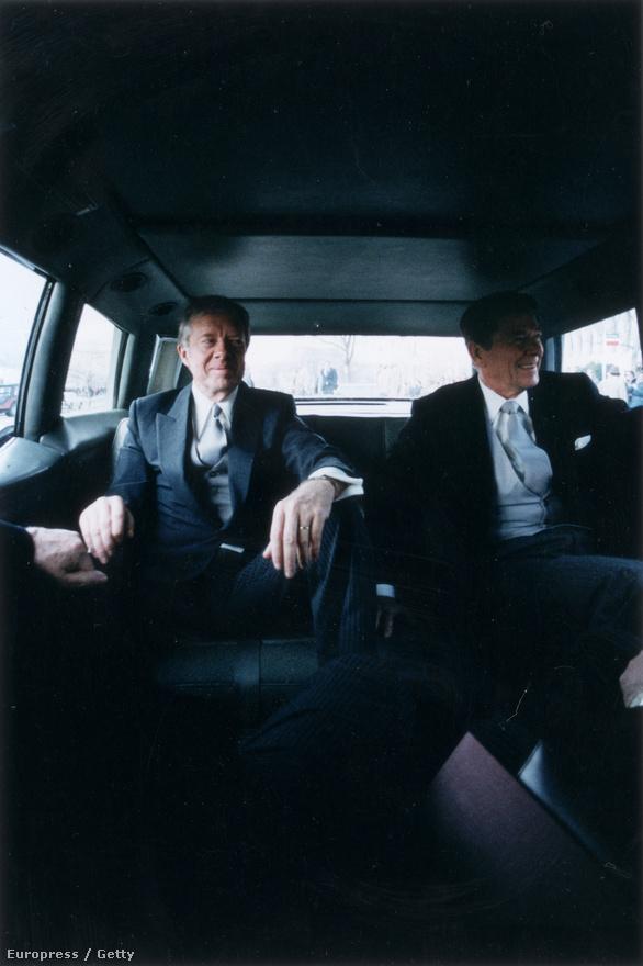 Nagyfiúk a limuzinban: a leköszönő Jimmy Carter és az őt váltó Ronald Reagan. Jimmy Carter a legidősebb élő amerikai elnök, idén lesz 89 éves.