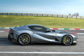 Ez itt a legerősebb utcai Ferrari