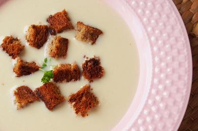 Mennyei, tejszínes fokhagymakrémleves: ropogós krutonnal a legfinomabb