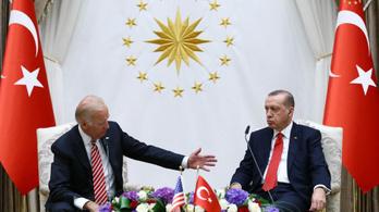 Az örmény népirtás elismerésére készül Biden